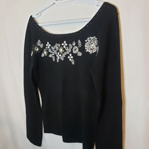 Beaded sweater with bow at the back